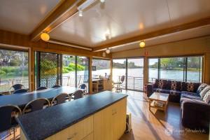 Shane-Strudwick-Images-Houseboats-26