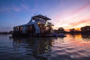 Shane-Strudwick-Images-Houseboats-31