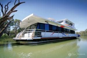Shane-Strudwick-Images-Houseboats-9